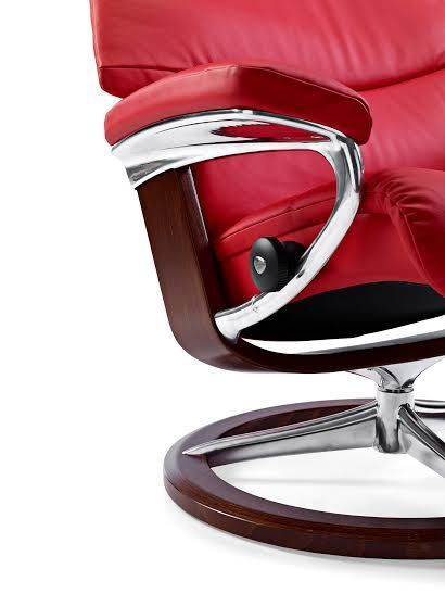 EKORNES STRESSLESS VIEW CHAIR & OTTOMAN